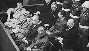 La Nürnberg, criminalii nazişti au fost judecaţi de criminalii sovietici, secondaţi de complicii lor, anglo-americani