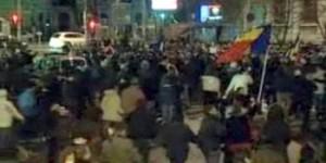 Revoluţie 2012. Piaţa Universităţii blocată. Primele victime social