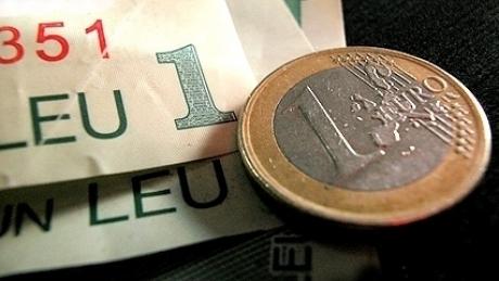 Cursul valutar o ia razna. Câţi lei costă euro?