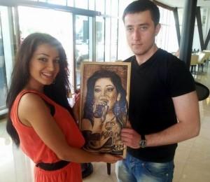 Eurovision 2012 - Elena de la Mandinga a primit un cadou de la un fan din Baku