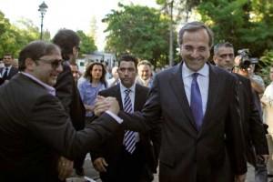 Grecia taie 30% din salariile miniştrilor