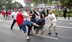 Euro 2012, de ce şi cum se înjură şi bat suporterii