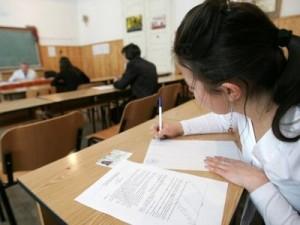 Probele scrise la BAC 2012 încep luni cu limba română