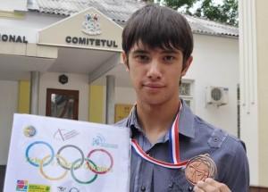 Dan Olaru - Jocurile Olimpice - Poarta drapelul R Moldova si vrea UNIREA cu Romania
