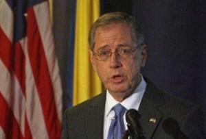 Ambasadorul SUA îşi nuanţează declaraţiile. De acord cu suspendarea lui Băsescu!