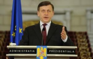 Presedintele interimar Crin Antonescu a promulgat legea referendumului