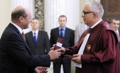 Suspendarea lui Basescu CCR se intruneste vineri la ora 09.00