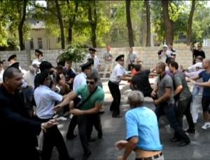Violente in R Moldova - Presedintele face apel la calm