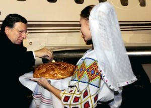 De la Chişinău, Barroso loveşte din nou în români