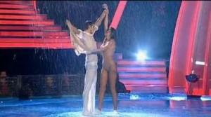 2 noiembrie Dansez pentru Tine: Nicoleta Luciu s a dezbrăcat în ploaie VIDEO life