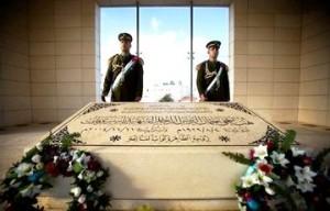 Palestinienii au început deschiderea mausoleului lui Arafat