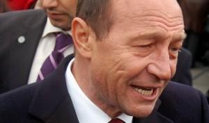 Traian Băsescu, ieşire haotică: Nu este posibil să îngădui votul militarilor
