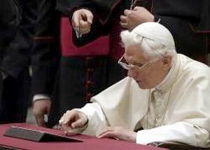 Papa Benedict al XVI-lea scrie în latină pe Tweeter