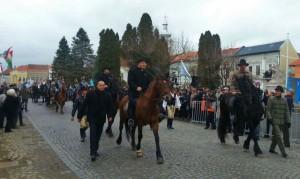 Defilare de 15 martie. Vicepremierul Ugariei, călare în Târgu Secuiesc