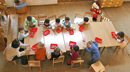 Părinţii îşi pot înscrie copiii la grădiniţă de luni