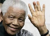 Nelson Mandela abia mai vorbeşte şi comunică doar prin semne