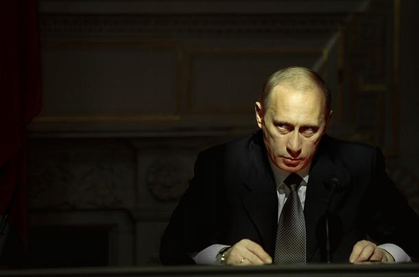 Ruşii nu mai încredere în Putin (sondaj)