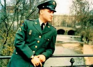 Uniforma militară a lui Elvis Presley, la licitaţie