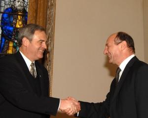 Ponta i-a trimis lui Băsescu scrisoarea în care cere retragerea Ordinului Steaua României lui Tokes
