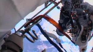 Doi membri ai echipajului de pe Staţia Spaţială Internaţională (ISS) au ieşit pe orbită