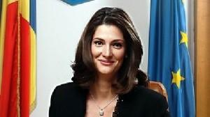 Traian Băsescu a numit-o ministru pe Ramona Mănescu