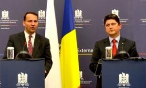 Corlăţean şi Sikorski cer europenilor să cumpere vin moldovenesc