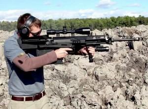 Expomil 2013. Arma românească de asalt cal 5.56 mm şi Gepard GM6 Lynx VIDEO