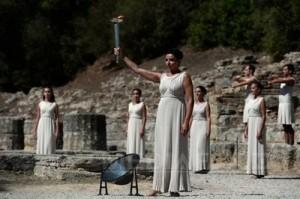 A fost aprinsă flacăra olimpică pentru Soci