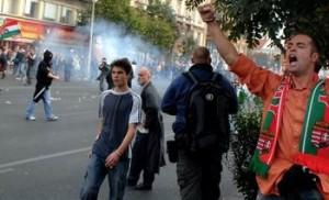 Bucureşti. Înaintea meciului, hoardele de suporteri unguri atacă românii
