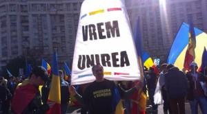 Mii de persoane la mitingul pentru unirea Basarabiei cu România basarabia