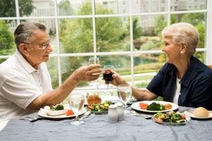 Alcoolul îmbunătăţeşte memoria vârstnicilor