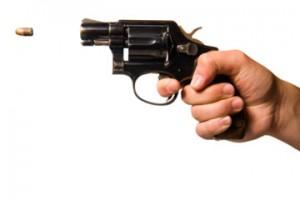 Trei persoane au fost impuscate într-un atac armat