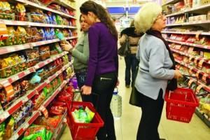 Majoritatea hipermarketurilor din România vor avea program special de sărbători.