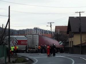 Bihor: O persoană a murit şi două au fost rănite după ce două autotrenuri s-au ciocnit pe DN 1