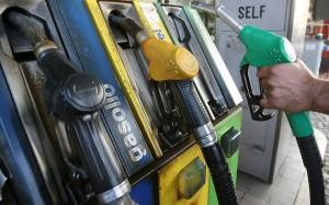 Finanțele susțin că impactul majorării accizei de la 1 aprilie este de 41 de bani/litru de benzină sau motorină