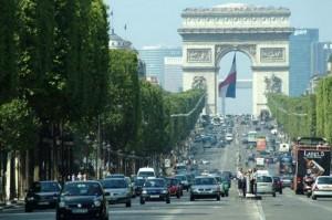 Ca pe vremea lui Ceaușescu. Circulaţie alternativă a mașinilor la Paris, din cauza poluării