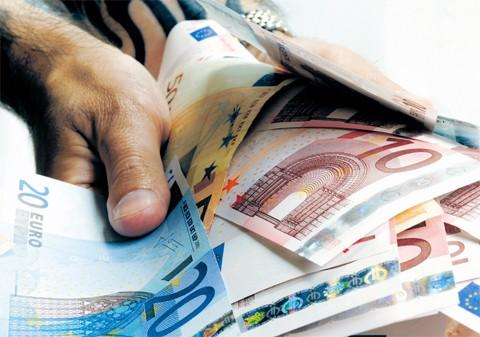În ce țară statul le plăteşte locuitorilor ratele la bănci