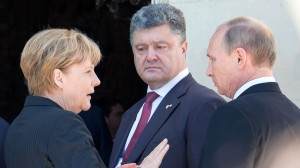 Ce a discutat Putin cu Petro Poroşenko sub ochii lui Merkel