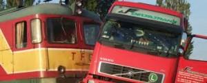 TIR lovit de tren în Arad