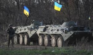 O coloană de blindate ucrainene, atacată de rebeli la Lugansk