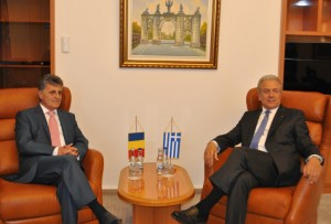 Ministrul apărării naţionale, Mircea Duşa, împreună cu omologul său grec, Dimitrios Avramopoulos - foto Cătălin Ovreiu