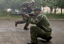 Tensiunile continuă în Doneţk, Slaviansk şi Lugansk