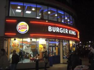 Burger King preia cafenelele Tim Hortons.