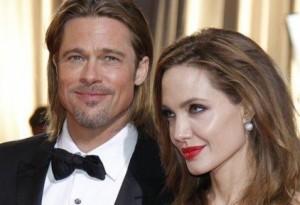 Angelina Jolie și Brad Pitt s-au căsătorit.