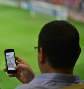 Câte poze are Victor Ponta în telefon