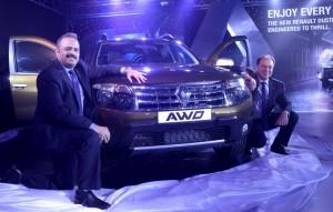 Sumit Sawhney (stanga), directorul  Renault India, Sumit Sawhney