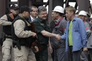 Poroşenko, vizită surpriză la Mariupol