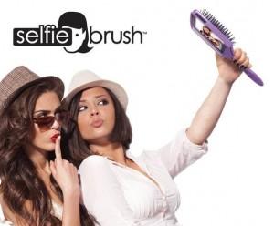 Selfie Brush. Cum poți sǎ ȋți faci selfie-uri cu peria (foto:cnet.com)