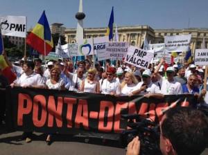Udrea și-a lansat campania electorală cu un marș.