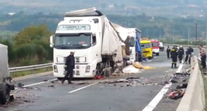Accident lângă Salonic, în Grecia produs de un şofer român: 4 morţi, 24 de răniţi (video)
